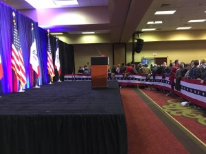 Waiting for Trump to arrive after coming in 2nd in Iowa. (photo by Austin Bayliss.)